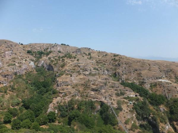 Пещерный город Хндзореск и подвесной мост