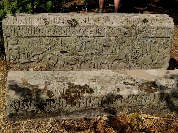 Здесь похоронен Мхитар Спарапет (фото Чудаковой Марии)