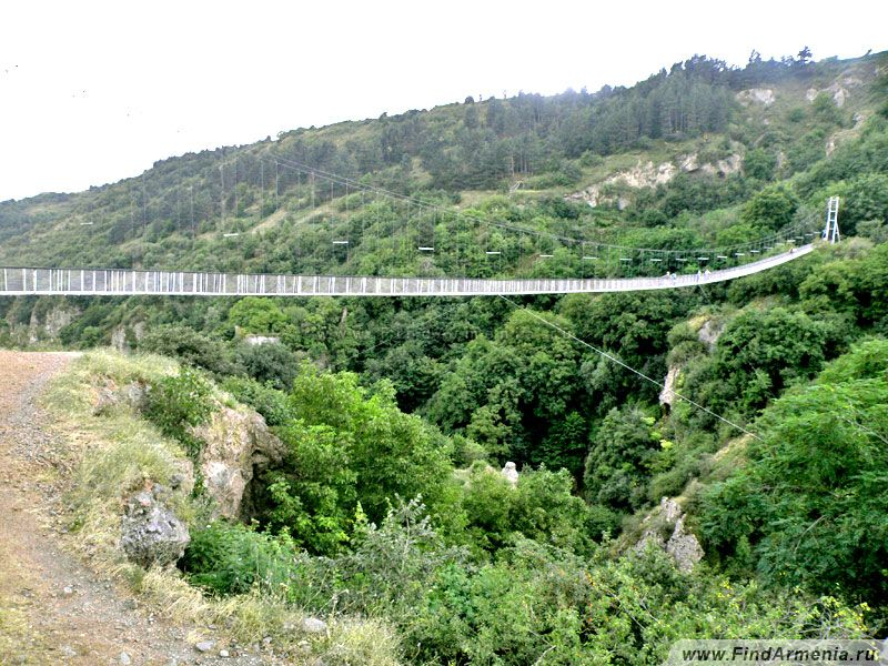 Подвесной качающийся мост в Хндзореске