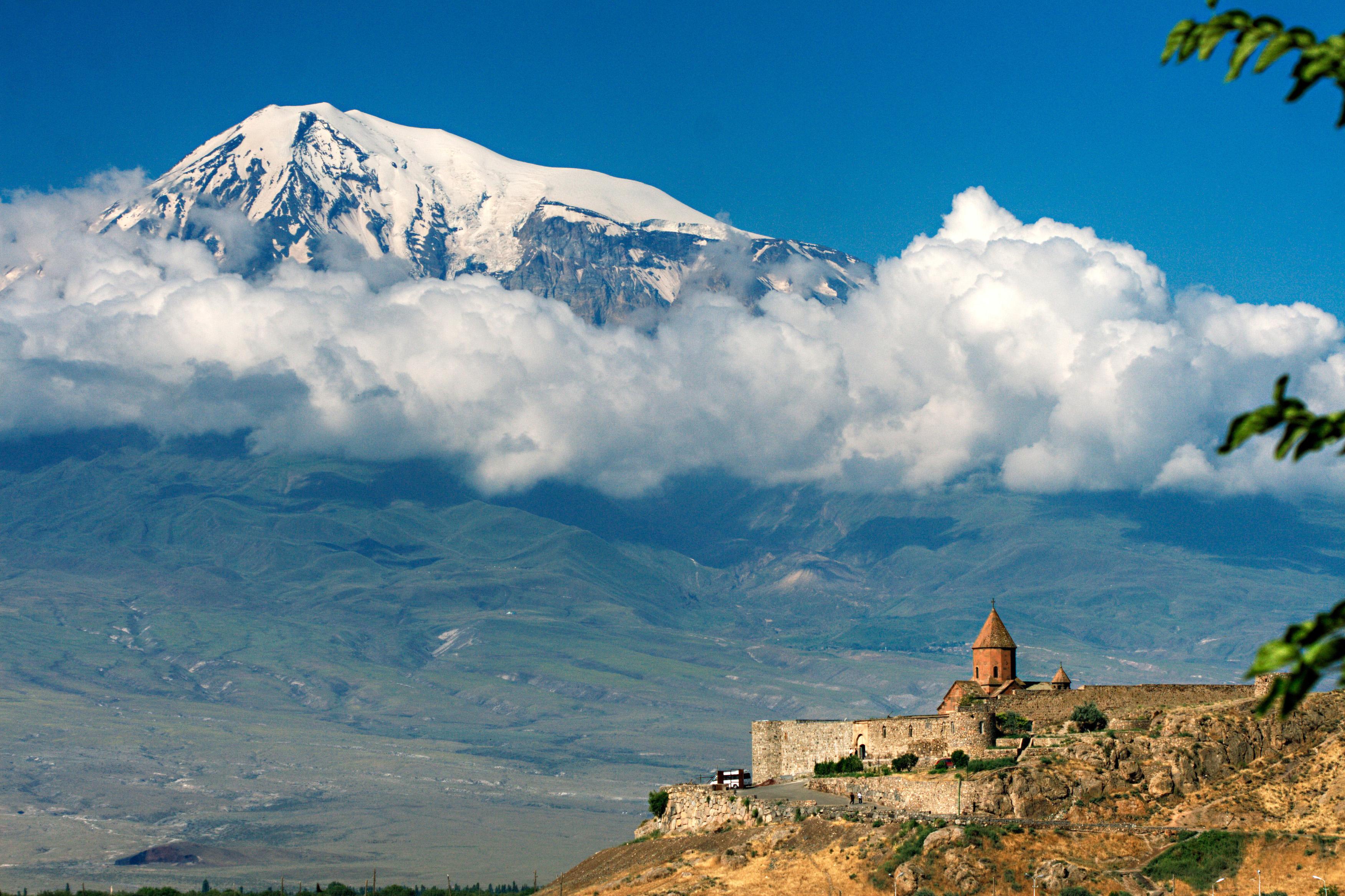 Монастырь Хор-Вирап на фоне горы Арарат