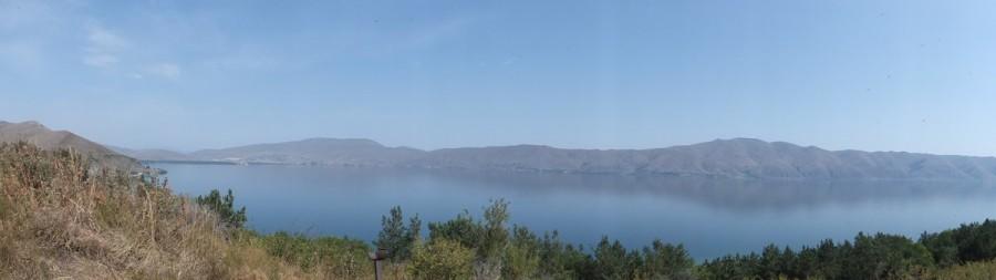 Вид на озеро Севан с полуострова