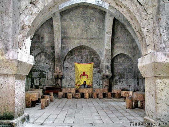 Трапезная монастыря Агарцин