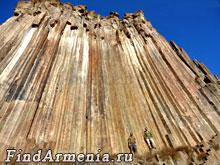 Базальтовые шестигранные колонны